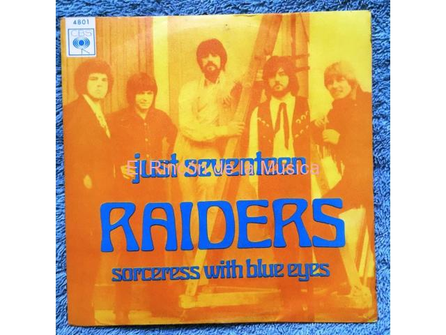 RAIDERS - JUST SEVENTEEN / SORCERESS WITH BLUE EYES